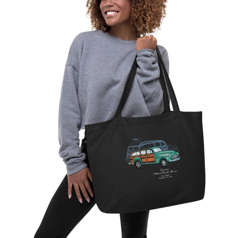 Woody '43 Patent Tote Large Black in action